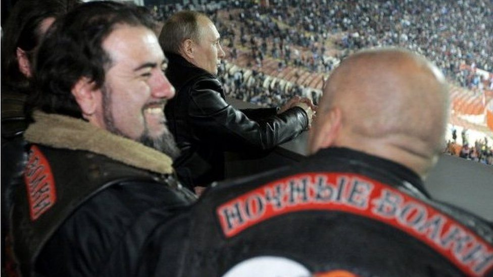 """""""Vukovi"""" sa Putinom na utakmici """"Crvene Zvezde"""" u Beogradu, mart 2011"""