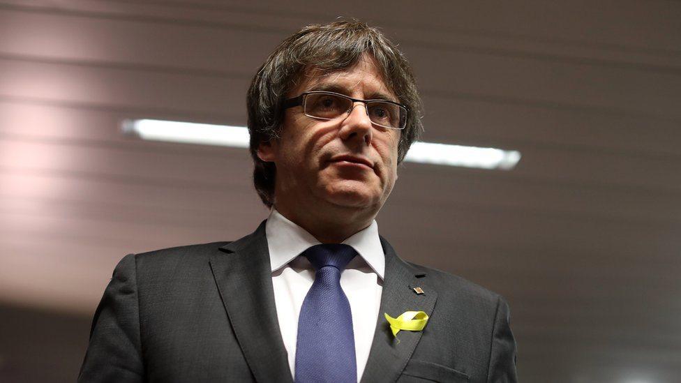 Karles Puđdemon u decembru u Briselu