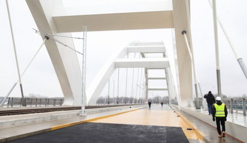 U aprilu  železnički saobraćaj preko Žeželjevog mosta 13