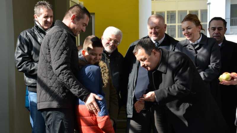 Uručeno 235 ključeva stanova za izbeglice iz BiH 1