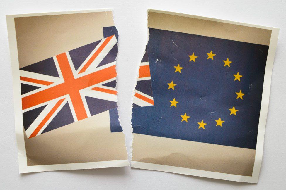 Pocepane zastave Velike Britanije i Evropske unije