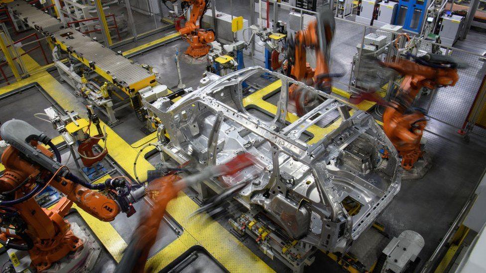 Roboti u proizvodnji šasije za Lend Rover