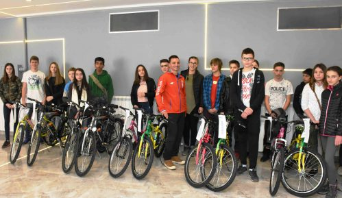 Zemunski osnovci dobili bicikle na dar 3
