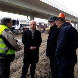 Vesić posetio radove postavljanja šina na Mostu na Adi 12