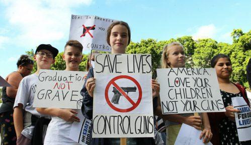 Masovni protesti protv oružja u SAD 10