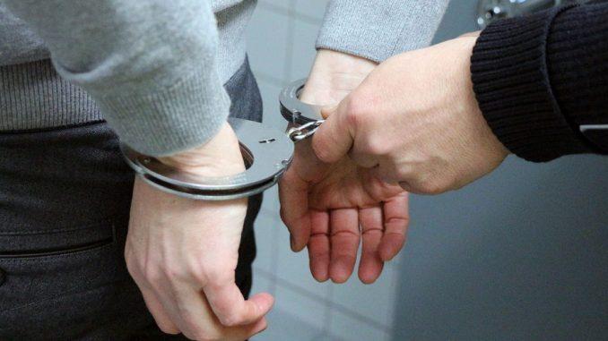 Dve osobe uhapšene zbog trgovine uticajem 4