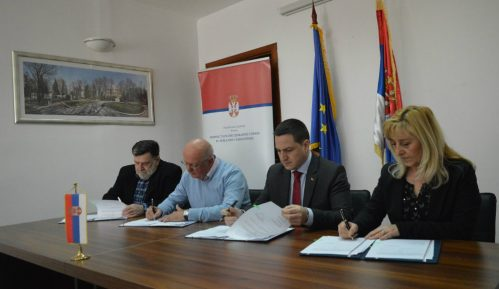 Ružić potpisao sa sindikatima Poseban kolektivni ugovor 11