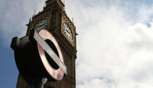 Poslanik britanskih konzervativaca uhapšen po optužbi za silovanje 7