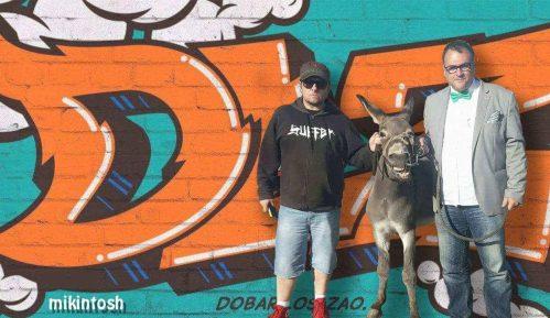 SNS: Fotomontaža predsednika sa magarcem - političko oružje 4