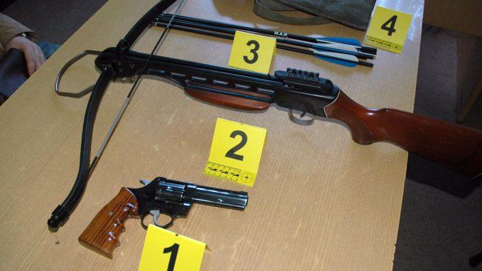 Uhapšeni zbog nedozvoljenog držanja i prodaje oružja 3