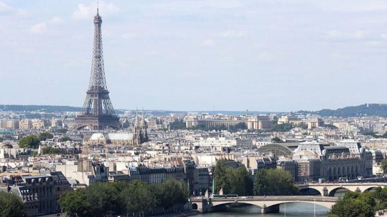 Bista Aznavura otkrivena u kvartu gde je živeo kao dete u Parizu 1