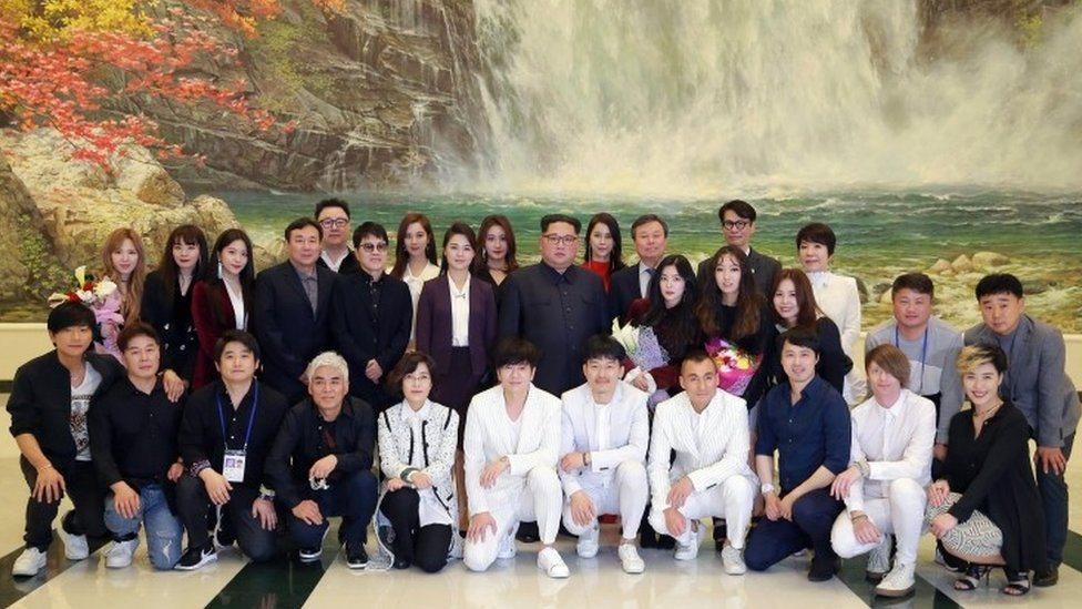 fotografija severnokorejanskog lidera i umetnika iz Južne Koreje
