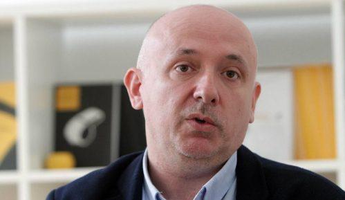 Radomirović (UNS): Ne zabijati glavu u pesak pred problemima slobode medija 13