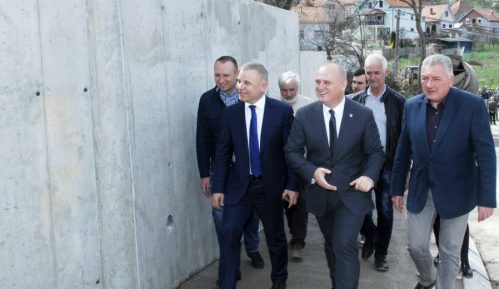 Vesić: Potporni zid kao zaštita od klizišta u Resniku 9