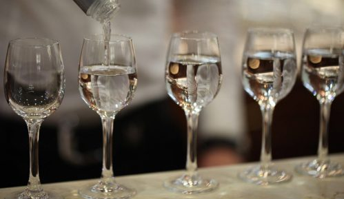 U Indoneziji umrlo 50 osoba od trovanja alkoholom 14