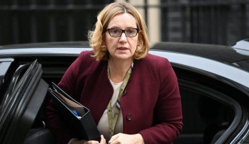 Ostavka britanske ministarke zbog skandala sa migrantima 9