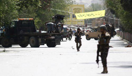 U napadu u Kabulu ubijeno najmanje 27 ljudi i devet novinara 8