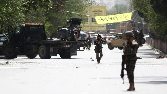 U napadu u Kabulu ubijeno najmanje 27 ljudi i devet novinara 1