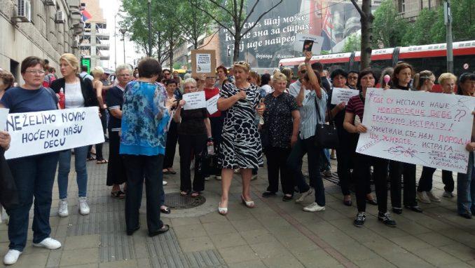 "Održan protest protiv nacrta zakona o ""nestalim bebama"" 1"