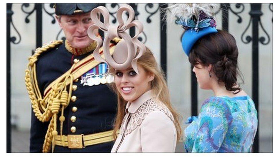 Princeza Beatris nosi otkačeni šešir na kraljevskom venčanju
