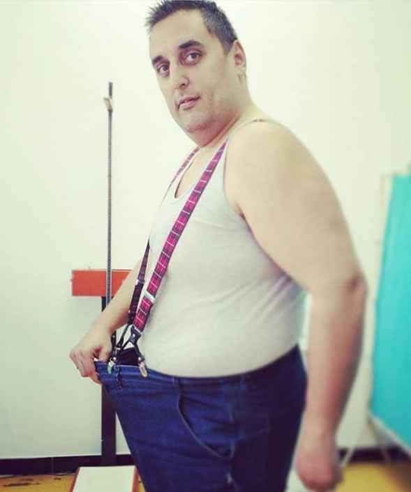 Inan Slović nakon merenja kod nutricioniste u pantalonama koje su mu sada velike