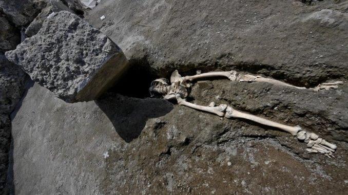 U Pompeji pronađeni ostaci čoveka kome je stena zdrobila glavu 3