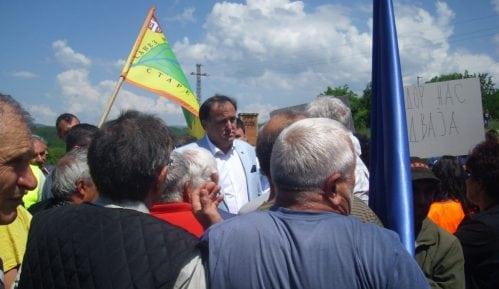 Protest meštana nekoliko sela na Sopotskoj petlji nadomak Pirota 9