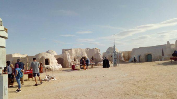 Tunis: Za ljubitelje lepinja i SF filmova 1