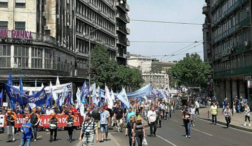 Ministar Đorđević  na čelu kolone, dvoje učesnika privedeno (VIDEO) 14