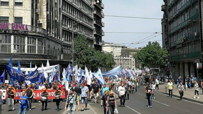 Ministar Đorđević  na čelu kolone, dvoje učesnika privedeno (VIDEO) 1