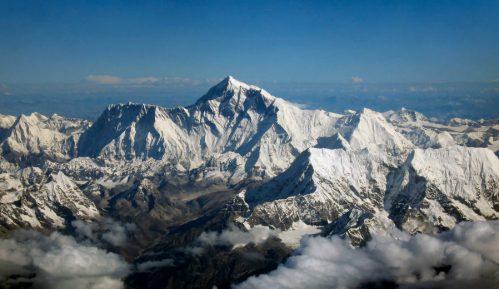 Koliko je visok Mont Everest? 11