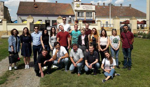 Mladi iz regiona u poseti Hrtkovcima 2