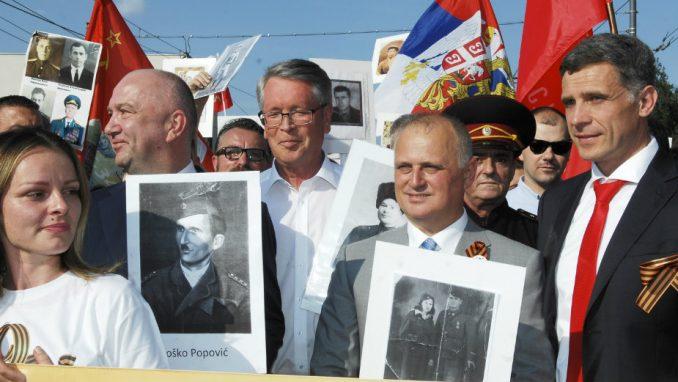 """Beograđani sa ruskim ambasadorom u povorci """"Besmrtni puk"""" 1"""