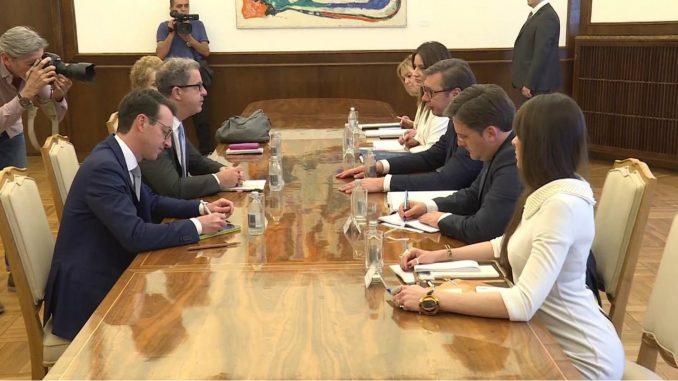 Vučić i Bramerc: Ubrzati aktivnosti za privođenje osumnjičenih za ratne zločine 1
