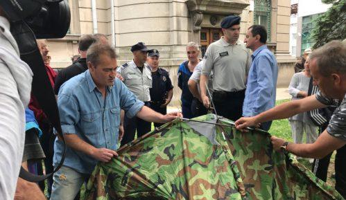 Komunalna policija dva puta sprečila postavljanje šatora 11