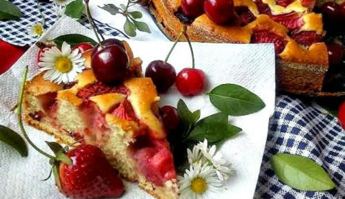 Recept nedelje: Kolač sa jagodama i trešnjama 15