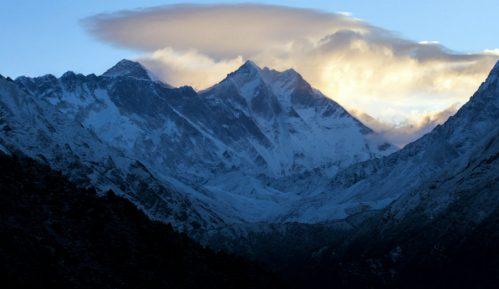 Kina prekinula ekspedicije na Mont Everest zbog opasnosti od kovida 2