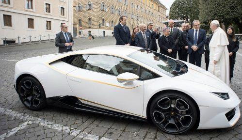 Papa prodaje svoj Lamborghini, novac za humanitarne svrhe 14