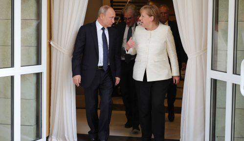 Putin i Merkelova razgovarali o mogućoj zajedničkoj proizvodnji vakcine 7