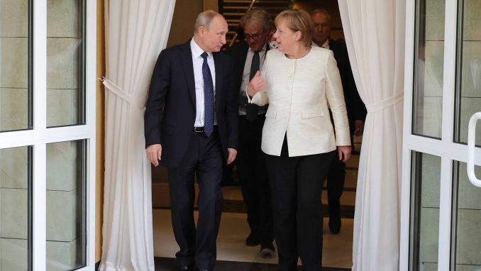 Putin i Merkelova razgovarali o mogućoj zajedničkoj proizvodnji vakcine 3