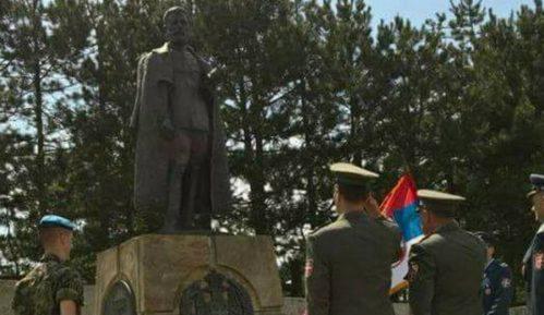 Da li je vojska polagala vence na spomenik Draži Mihailoviću? 15