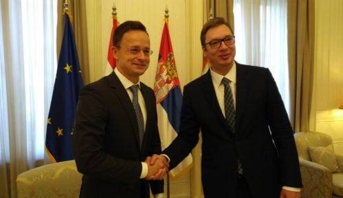 Vučić i Sijarto: Neophodna saradnja u postavljanju prema migrantskoj krizi 15