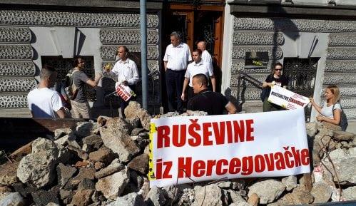 Ruševine iz Hercegovačke ispred Ministarstva finansija 2