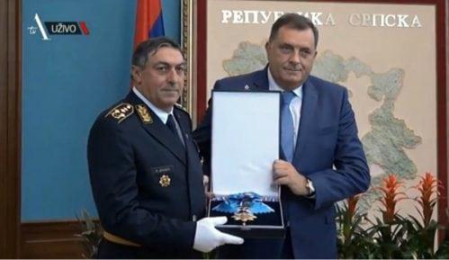Dodik dodelio Orden Vojsci Srbije 8
