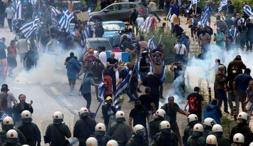 Policija u Solunu koristila suzavac 4