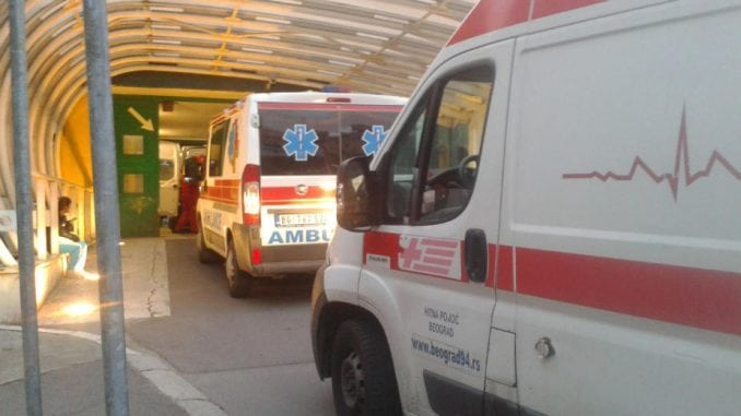 Hitna pomoć: Dečak lakše povređen u saobraćajnoj nezgodi u Bulevaru Nikole Tesle 3