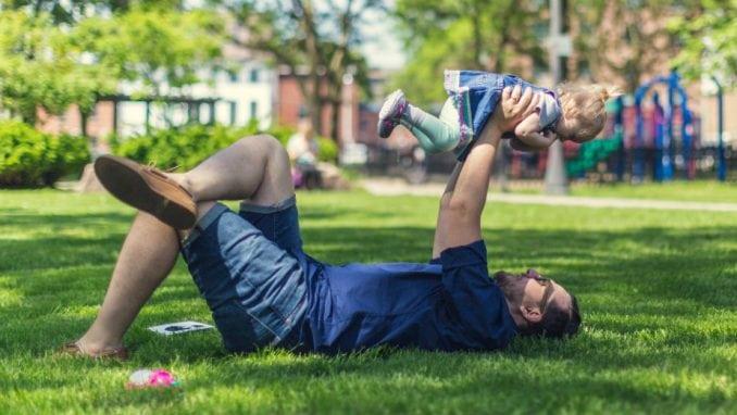 Ženama samohrani očevi privlačniji od mišićavih momaka 1