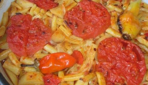 Tepsija (ili na tepsiju)-jelo od boranije, krompira, paprika i paradajza 10