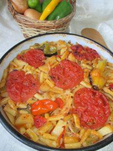 Tepsija (ili na tepsiju)-jelo od boranije, krompira, paprika i paradajza 2