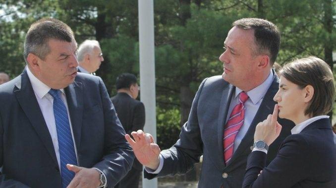 Vučić za smenu direktora EPS-a, Brnabić protiv 4